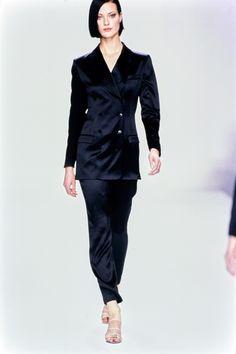 Calvin Klein Collection Spring 1995 Ready-to-Wear Collection Photos - Vogue - Shalom Harlow