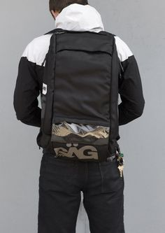 MASH x SAG courier bag... please & thank you.