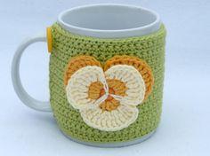 Crochet Mug cozy with applique pansy. от MyfanwysMakes на Etsy