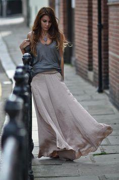 Street style: Maxi skirts o Maxi faldas para la ciudad o la playa. De dia o de noche. Super comodo! #fashion #moda #trend #faldas