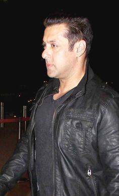 Salman Khan at Mumbai airport. #Bollywood #Fashion #Style #Handsome