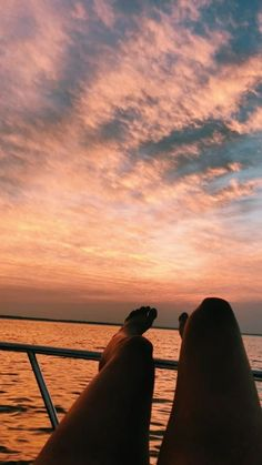 Vsco - i'm on a boat! Boating Pictures, Lake Pictures, Vsco Pictures, Sunset Pictures, Beach Aesthetic, Summer Aesthetic, Summer Photos, Beach Photos, Summer Nights