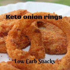 As they cool the keto onion rings do soften, so they are best eaten right away. This Keto onion rings with a gorgeous coating come out of . Keto Foods, Ketogenic Recipes, Keto Snacks, Low Carb Recipes, Air Fryer Recipes Low Carb, Cena Keto, Baked Onions, Aperitivos Keto, Comida Keto