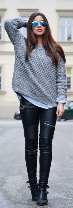 Knitwear Trend Report: Consuelo Paloma is wearing a grey structured knit sweater from H&M