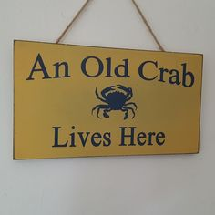 AN OLD CRAB LIVES HERE NAUTICAL CHIC N SHABBY HUMOROUS SIGN COASTAL PLAQUE