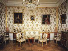 Photo gallery. The Great Peterhof Palace - Peterhof - TicketsOfRUSSIA.ru