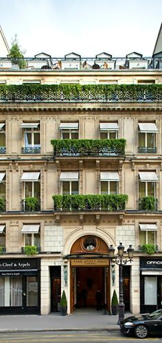 Park Hyatt Paris-Vendôme is one of the most glamorous and stylish hotels in Paris, located in the heart of the city. The five-star Hotel is set near the Beautiful Paris, Beautiful Hotels, Paris Hotels, Piscina Hotel, Tuileries Paris, Belle France, Beste Hotels, French Architecture, Neoclassical Architecture