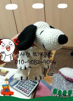 손뜨개 골프 커버 유티커버 스누피로 제작의뢰가 들어와 탄생한 아이예요 만들고나니 넘 귀엽고 예쁘... Golf Club Covers, Golf Clubs, Crocheting, Corner, Snoopy, Knitting, Character, Crochet, Golf Club Headcovers