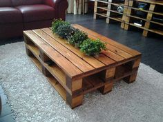 Diy pallet table - gorgeous finish. LOVE love the cut out in the center for plants!! Mais