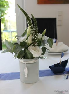 Kommunionsfeier Blumendeko - Tischlein deck dich Stylish table decoration for the communion - table cover yourself Diy Flowers, Flower Decorations, Wedding Flowers, Christmas Decorations, Communion, How Do You Knit, White Deck, Different Flowers, Deco Table