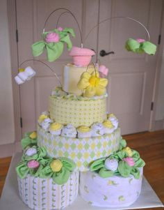 Information, help and techniques for diaper cake centerpieces! You want not heavily invest your funds to possess a great baby shower. Take advantage of the information in the above list to assist you to plan out your perfect day. Baby Shower Diapers, Baby Shower Cakes, Baby Shower Parties, Baby Shower Gifts, Baby Gifts, Diaper Cakes Tutorial, Diaper Cake Instructions, Baby Shower Centerpieces, Baby Shower Decorations