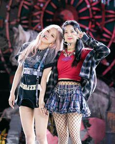 South Korean Girls, Korean Girl Groups, Kpop Girl Groups, Kpop Girls, Christopher Evans, Blackpink Jisoo, Blackpink Jennie, Blackpink Fashion, Fashion Outfits