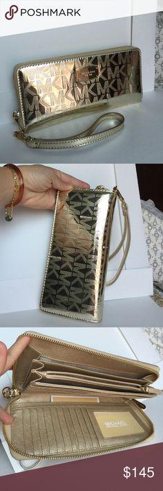 🌻Michael Kors Walk/Wristlet🌻 100% Authentic Michael Kors Wallet/Wristlet, brand new!😍😍😍 Michael Kors Bags Clutches & Wristlets