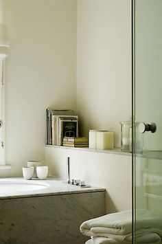 Books in the bathroom Glass and white clean flower pots on side of the bath Rose Uniacke - Interiors - London Family House interior design design design house design ideas Bad Inspiration, Bathroom Inspiration, Glass Bathroom, Modern Bathroom, Serene Bathroom, Bathroom Interior Design, Home Interior, Interior Ideas, Interior Inspiration