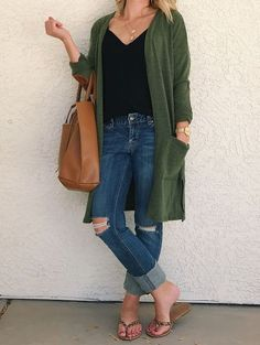 Thrifty Wife, Happy Life: 3 Ways to Wear a Green Cardigan with PinkBlush Source by thriftywifehapp Sweaters Green Cardigan Outfit, Cardigan Style, Olive Green Cardigan, Cardigan Outfits, Winter Sweater Outfits, Casual Fall Outfits, Spring Outfits, Outfit Winter, Winter Dresses