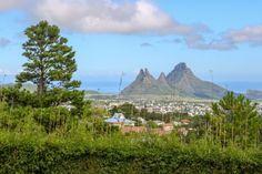 Drømmen om paradis varierer fra person til person, men de fleste er enige om at Mauritius er bortimot så grønn, frodig og idyllisk som du får det. Med perfekt klima, kritthvite strender og kokospalmer er det nesten umulig ikke å falle pladask for øya. Mauritius, Mountains, Nature, Travel, Baking, Viajes, Naturaleza, Bakken, Destinations
