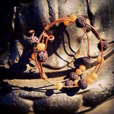"""""""Bracciale in rame, avvolto da pietre di lava e pietre dure """" Sogni, arte e magia..... #rameliquido#pontidifirenze#art#bijoux#jewels#jewellery#dreams#love#me#braccialetto#rame#pietredure#photooftheday#"""