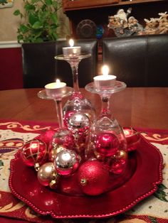 Image gallery – Page 37436240638659761 – Artofit Christmas Decorations Dinner Table, Holiday Centerpieces, Christmas Table Settings, Christmas Tablescapes, Decoration Table, Holiday Decor, Christmas Wine, Christmas Candles, Simple Christmas