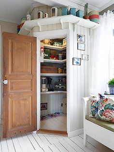 Possible Corner Pantry Idea, but also the head-height shelf.