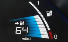 Come migliorare l'interfaccia di un'auto elettrica per ridurre l'ansia da autonomia Divertente testimonianza di una proprietaria dell'auto completamente elettrica Nissan LEAF su come poter migliorare il pannello informativo del cruscotto della berlina giapponese a zero emissioni. E #autoelettriche #ansiadaautonomia