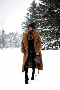 10 Cute Snow Outfits To Try This Winter - Mia Mia Mine Winter Fashion Outfits, Fall Winter Outfits, Winter Wear, Look Fashion, Autumn Winter Fashion, Fashion Clothes, Fashion Women, Summer Outfits, Blank Denim