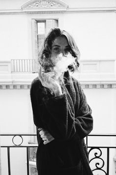 | sexy | photography | black and white | smoke | cigarette | photo shoot inspiration