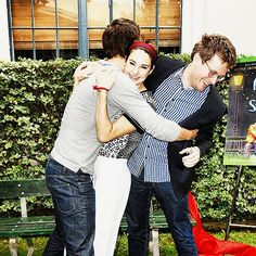 Tfios crew John Green, Ansel Elgort, and Shai Woodley. They are so adorable. Ansel Elgort, Shailene Woodley, Amor Simon, Fault In The Stars, John Green Books, Augustus Waters, Paper Towns, Tfios, The Fault In Our Stars