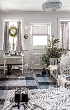 Keltainen talo rannalla: Ruotsalaisia koteja ja joulua