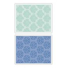 """Папките за релеф на Sizzix """"Classical Beauty & Baroque Wallpaper Set""""  са от вида папки тип книжка която се отваря и картона се поставя вътре.   За да използвате този вид папки са необходими:  Основен адаптер, Тънка изравняваща подложка и подложки за рязане.     Съдържа : 2 папки  Модел : 657748  Размер на папките : 11.43 х 14.61см. х h-0.32см.  Размер на релефа : 10.80 х 13.97 см."""