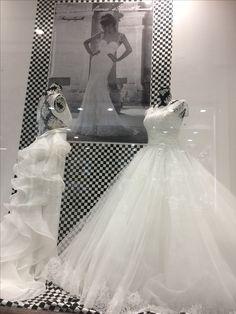 Il bianco e nero sempre chic a noi piace la sposa in bianco vetrina A scacchi