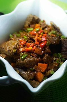 The Zimbabwean Beef Stew (nyama) is a simple and simple dish.- The Zimbabwean beef stew (nyama) is a simple dish usually served with sadza, cornmeal purée. Beef Recipes, Cooking Recipes, Healthy Recipes, Zimbabwe Food, Zimbabwe Recipes, Zambian Food, Plat Simple, World Recipes, International Recipes