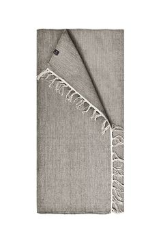 The Saro extra long cotton rug in concrete grey is finished with fringed ends. Simple and subtle in design.