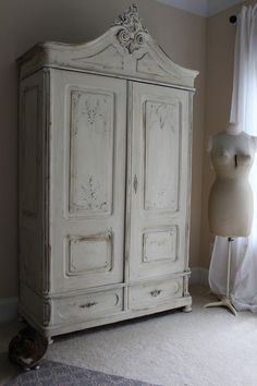 Armoire painted with Annie Sloan Old White chalk paint – Blue Egg Brown Nest    #Armoire