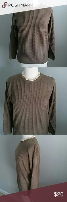 CHANDLER HILL TAUPE CREW NECK SWEATER. SIZE MEDIUM CHANDLER HILL TAUPE CREW NECK SWEATER. A CLASSIC NEUTRAL FOR YOUR WARDROBE. COMFORTABLE AND STYLISH. ACRYLIC MATERIAL. SIZE MEDIUM. Chandler Hill Sweaters Crew & Scoop Necks
