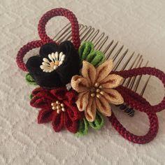 〈つまみ細工〉梅と小菊と江戸打ち紐のコーム(深緋)の画像