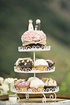 A very special #wedding #cake: #cupcakes!