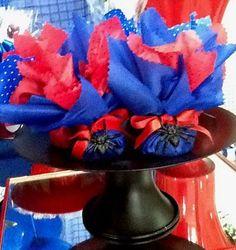 Produto: Trouxinha de bombom Tema: Homem Aranha Cor: Azul e Vermelho