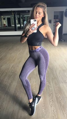Whitney Simmons post workout selfie in the new Gymshark Flex leggings in lilac