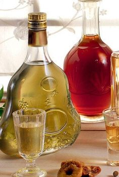 Wine Decanter, Rum, Vogue, Drinks, Desserts, Food, Poster, Drinking, Tailgate Desserts