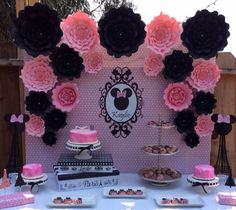 Large Paper Flowers-Backdrop-Wedding Arch-Photo Booth-Flower Wall-Birthday Pary-Nursery Art-Custom-Bridal Shower-Princess-Minnie Mouse-Diy by LavishInspirations on Etsy Mini Mickey, Mickey E Minnie Mouse, Minnie Mouse Baby Shower, Mickey Party, Fete Emma, Paper Flower Backdrop Wedding, Mouse Photos, Quinceanera Themes, Paper Rosettes