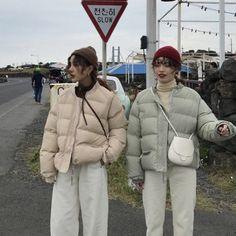 Korean Winter Outfits, Winter Fashion Outfits, Korean Outfits, Mode Outfits, Autumn Winter Fashion, Clothing Photography, Winter Jackets Women, Korea Fashion, Jacket Style