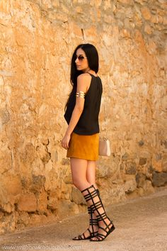 Falda de #ante y sandalias #gladiadoras #streetstyle #ootd Suede Skirt and Roman Sandals