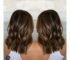 60 Looks with Caramel Highlights on Brown and Dark Brown Hair Shiny Walnut Brown Balayage Hair Brown Hair Balayage, Brown Blonde Hair, Light Brown Hair, Hair Highlights, Color Highlights, Chunky Highlights, Short Dark Brown Hair With Caramel Highlights, Dark Blonde, Wavy Hair