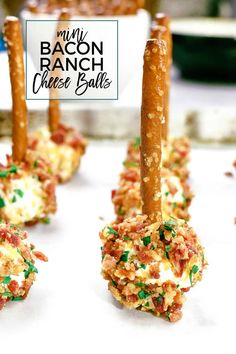 This mini bacon ranch cheese ball recipe is so easy to make and delicious! This mini bacon ranch cheese ball recipe is so easy to make and delicious! You only need 5 ingredients and about 10 minutes to put together this game day ready appetizer. Mini Cheese Balls Recipe, Bacon Ranch Cheese Ball Recipe, Cheese Ball Recipes, Ranch Recipe, Finger Food Appetizers, Yummy Appetizers, Appetizers For Party, Party Finger Foods, Easy Appetizers To Make