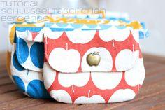 Tutorial | Schlüsseltäschchen Beroende – Zaubernahnna Sewing Patterns Free, Free Pattern, Diaper Bag, Coin Purse, Wallet, Bags, Tutorials, Scrappy Quilts, Small Bags