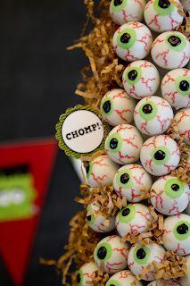 Sweet Cheeks Tasty Treats: eyeball cake pops!