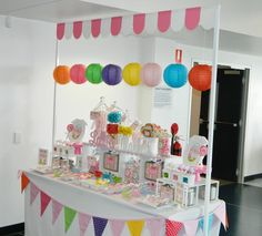 This fun craft display will be especially attractive for women shoppers. I'm ready to stop and check it out now. Candy Booth, Craft Fair Table, Farmers Market Display, Candy Stand, Stall Display, Cake Stall, Craft Stalls, Craft Fair Displays, Market Stalls