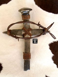 Railroad Spike Cross with Barbed Wire Christian Fish Western Wall Cross Metal Cross or use leather that looms like barbed wire Railroad Spikes Crafts, Railroad Spike Art, Wire Crosses, Wooden Crosses, Crosses Decor, Metal Art Projects, Metal Crafts, Wooden Crafts, Welding Crafts