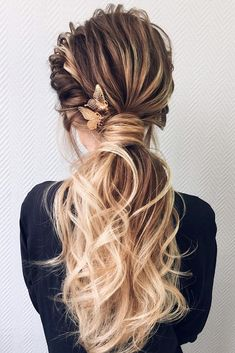 50 Awesome Curly Wedding Hairstyles Almost all of the curly wedding hairstyles are for girls with straight hair. They may take longer at hair salon. But it worth for sure! And it will cr. Short Permed Hair, Dark Curly Hair, Curly Wedding Hair, Elegant Wedding Hair, Wedding Hair Down, Short Hair Cuts, Bride Hairstyles For Long Hair, Easy Wedding Guest Hairstyles, Haircuts For Wavy Hair