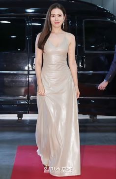 Bad Dresses, Pretty Prom Dresses, Korean Actresses, Korean Actors, Korean Celebrities, Celebs, Asian Woman, Asian Girl, Young Fashion